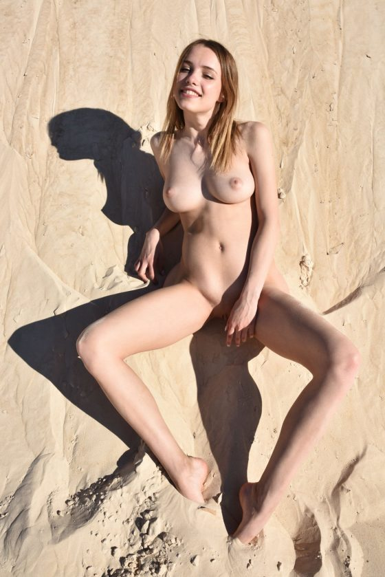 Maxa Nude In Desert Island MetArt Model Photos